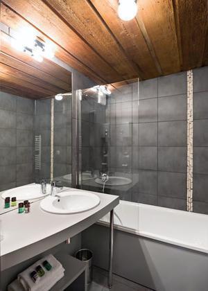 Location au ski Hotel Le Marmotel - Pra Loup - Baignoire