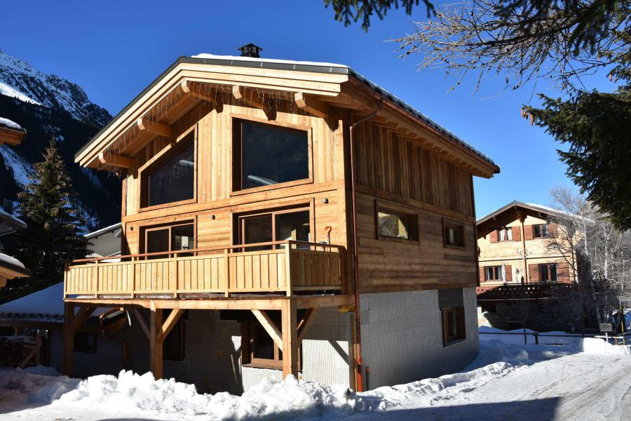 Rent in ski resort Chalet la Cabane des Oursons - Pralognan-la-Vanoise - Winter outside