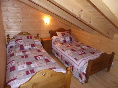 Rent in ski resort 6 room mezzanine apartment 10 people - Chalet le Flocon - Pralognan-la-Vanoise - Bedroom under mansard