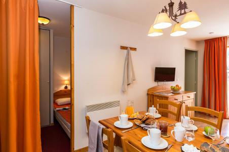 Rent in ski resort Résidence le Blanchot - Pralognan-la-Vanoise - Table