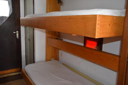 Rent in ski resort Studio sleeping corner 4 people (29 - A ETE VENDU NE SAVENT PAS SI CE SERA EN LOCATION) - Résidence le Grand Sud - Pralognan-la-Vanoise - Folding bed