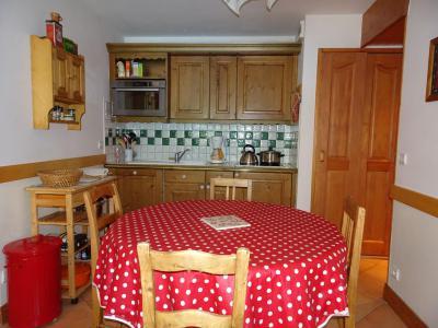 Rent in ski resort 3 room apartment 5 people (6) - Résidence les Alpages de Pralognan F - Pralognan-la-Vanoise - Table