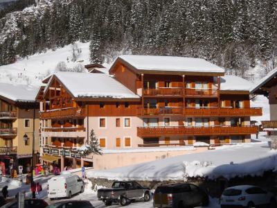 Rent in ski resort Résidence les Mélèzes - Pralognan-la-Vanoise - Winter outside