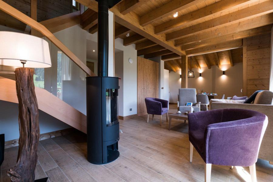 Аренда на лыжном курорте Résidence Les Portes de Megève - Praz sur Arly - Дровяная печь