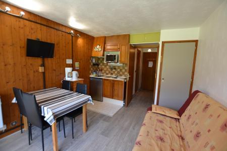Rent in ski resort Studio sleeping corner 4 people (B1G) - Résidence le Clos d'Arly - Praz sur Arly - Table