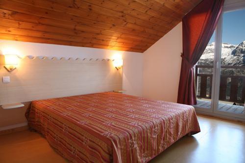 Location au ski Appartement 2 pièces 4 personnes - Les Chalets Puy Saint Vincent - Puy-Saint-Vincent - Chambre mansardée