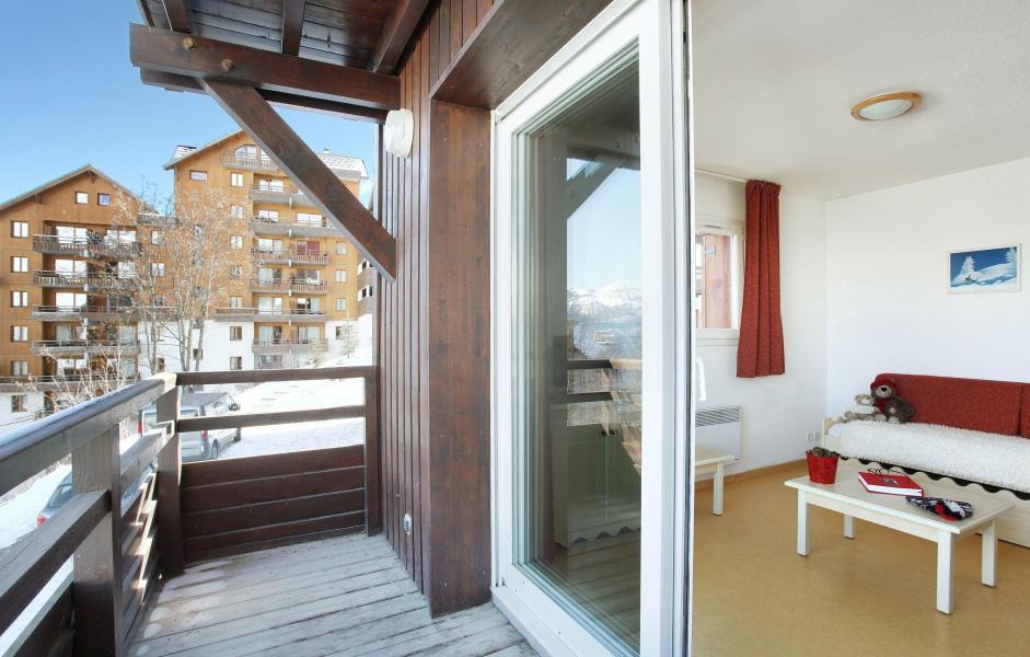 Location au ski Les Chalets Puy Saint Vincent - Puy-Saint-Vincent - Table basse