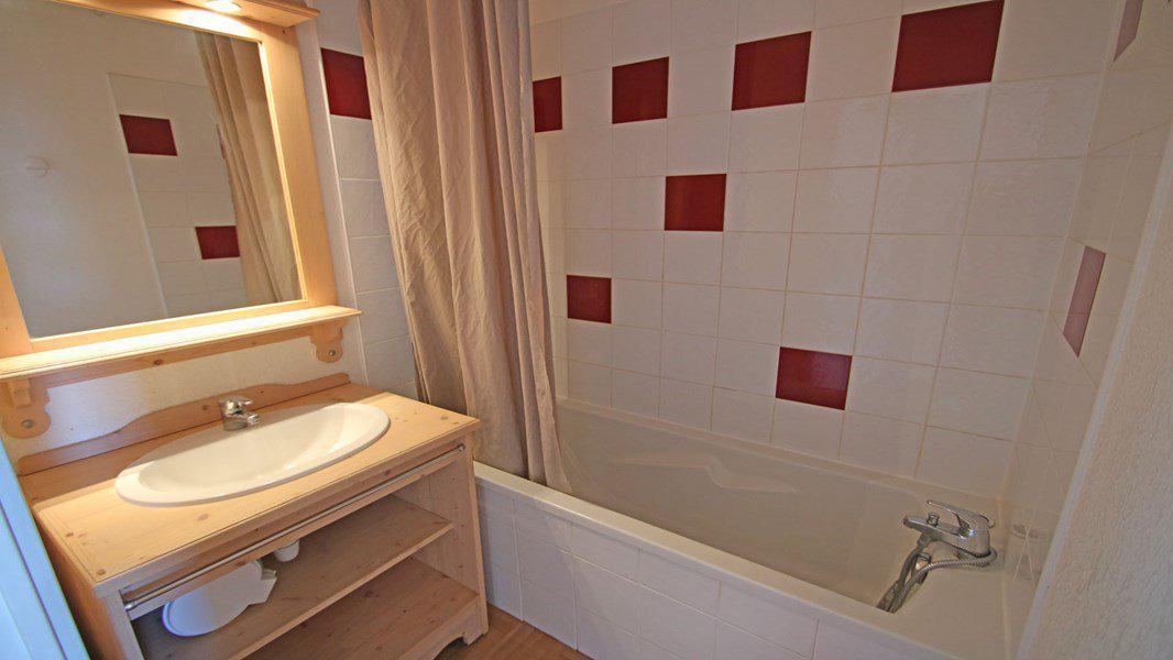 Location au ski Appartement 3 pièces 6 personnes (C32) - Résidence Les Gentianes - Puy-Saint-Vincent - Baignoire