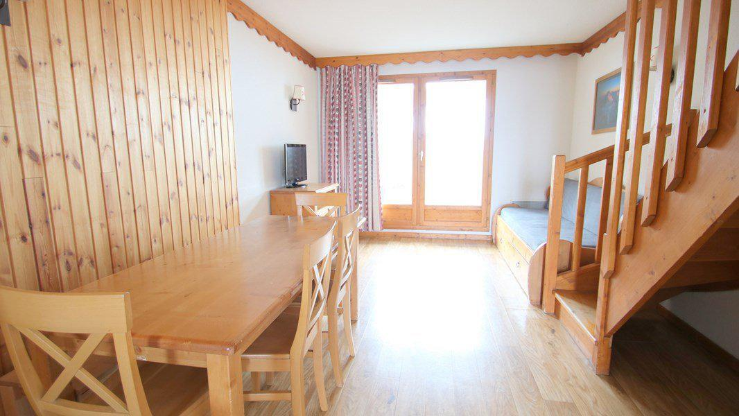 Rent in ski resort 3 room duplex apartment 7 people (CH06) - Résidence Parc aux Etoiles - Puy-Saint-Vincent - Table