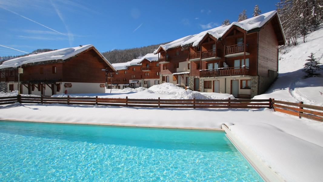 Rent in ski resort Résidence Parc aux Etoiles - Puy-Saint-Vincent - Winter outside