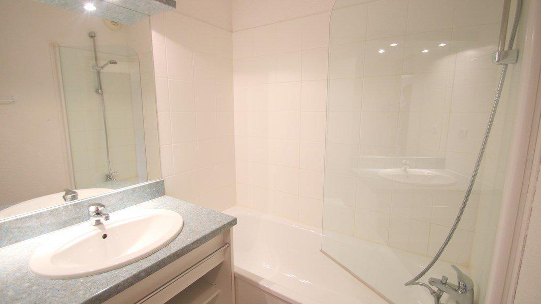 Location au ski Appartement 3 pièces 6 personnes (A010) - Résidence Parc aux Etoiles - Puy-Saint-Vincent - Baignoire