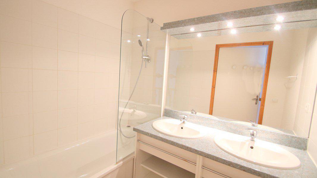 Location au ski Appartement triplex 5 pièces 8 personnes (CH27) - Résidence Parc aux Etoiles - Puy-Saint-Vincent - Baignoire