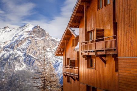 Vacances en montagne La Résidence Hameau des Ecrins - Puy-Saint-Vincent - Extérieur hiver