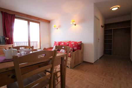 Rent in ski resort 2 room apartment sleeping corner 6 people (B24) - Résidence des Gentianes - Puy-Saint-Vincent - Table