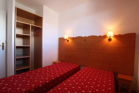 Rent in ski resort 2 room apartment sleeping corner 6 people (D25) - Résidence des Gentianes - Puy-Saint-Vincent - Bedroom