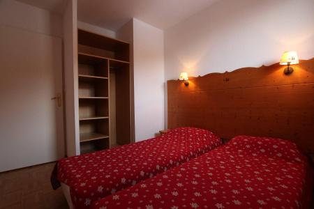 Rent in ski resort 3 room apartment cabin 8 people (B33) - Résidence des Gentianes - Puy-Saint-Vincent - Bedroom
