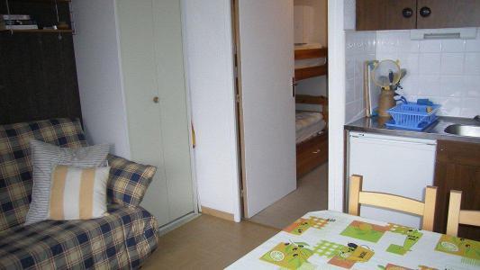 Rent in ski resort Studio sleeping corner 3 people (304) - Résidence St Moritz - Puy-Saint-Vincent - Living room