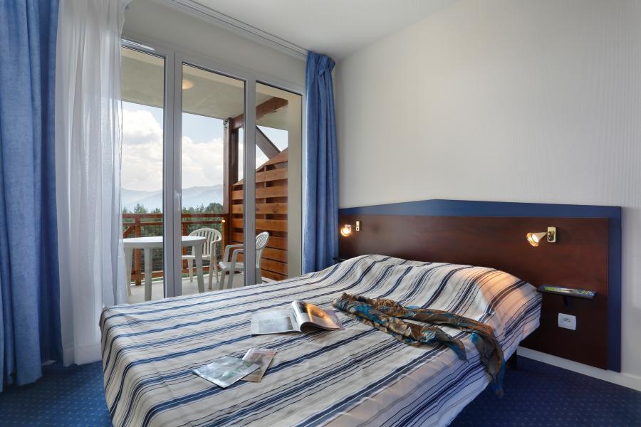 Rent in ski resort Résidence Appart'Vacances Pyrenées 2000 - Pyrénées 2000 - Double bed