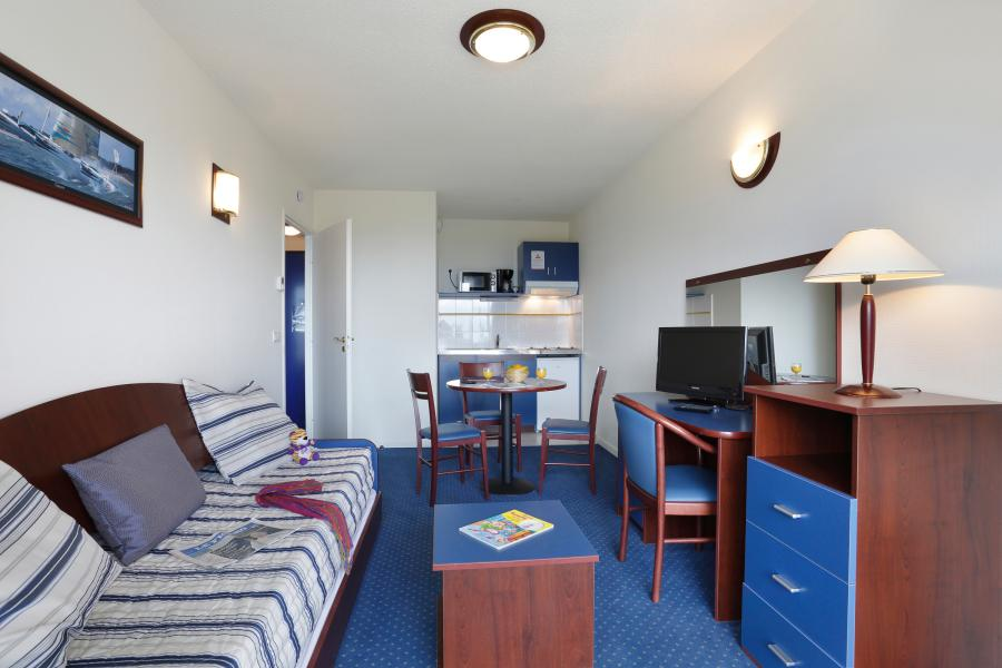 Rent in ski resort Résidence Appart'Vacances Pyrenées 2000 - Pyrénées 2000 - Living room