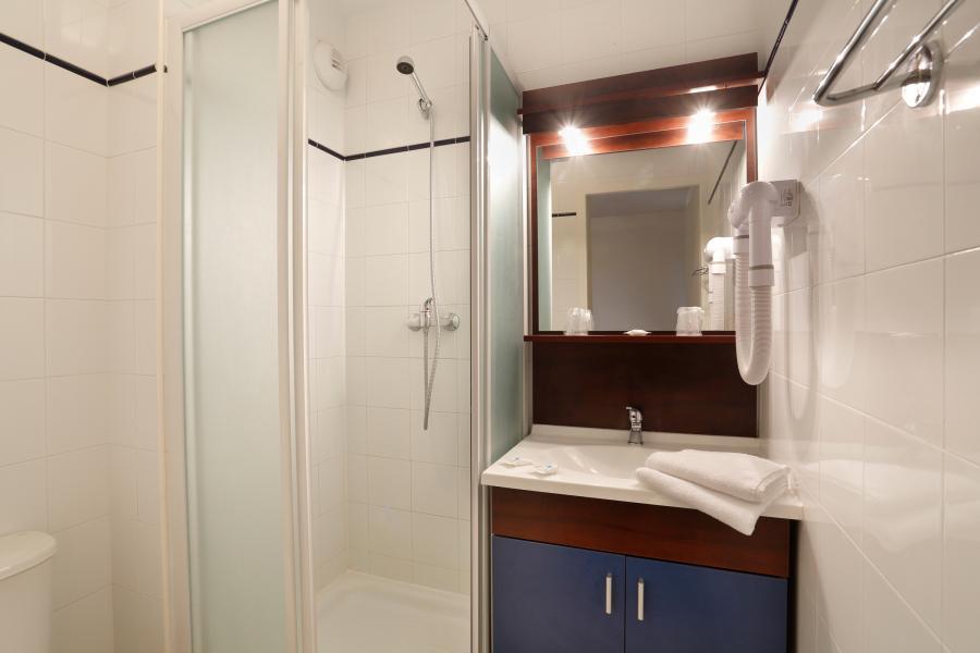 Rent in ski resort Résidence Appart'Vacances Pyrenées 2000 - Pyrénées 2000 - Shower room