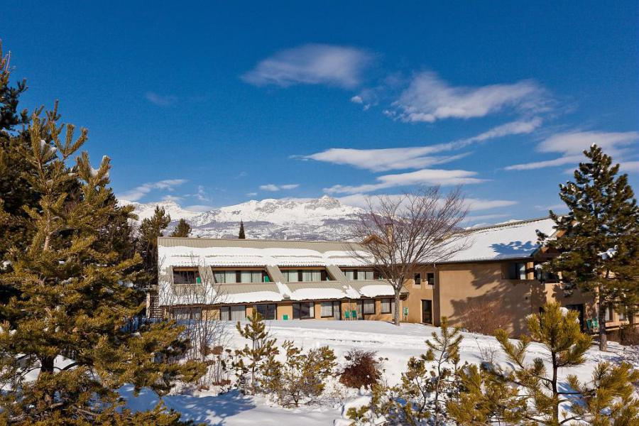 Аренда на лыжном курорте Village Club Les Horizons du Lac - Réallon - зимой под открытым небом