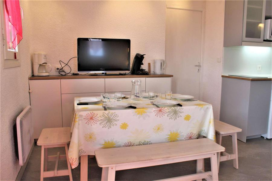 Rent in ski resort 2 room apartment sleeping corner 6 people (67A) - Résidence les Airelles A - Risoul - Bedroom under mansard