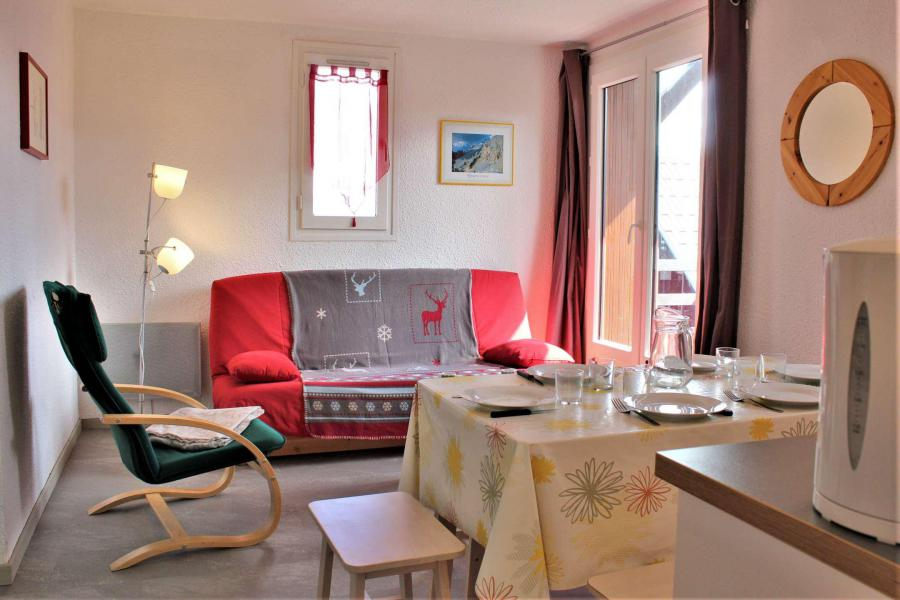 Rent in ski resort 2 room apartment sleeping corner 6 people (67A) - Résidence les Airelles A - Risoul - Living room