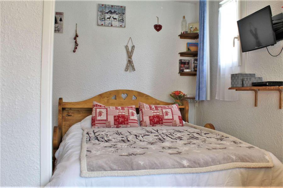 Rent in ski resort Studio sleeping corner 4 people (11B) - Résidence les Airelles B - Risoul - Apartment