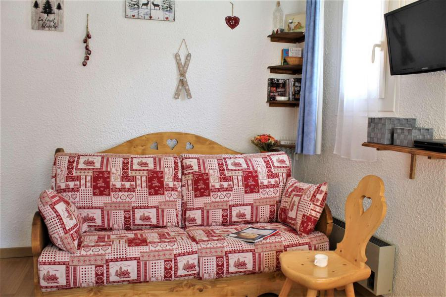 Rent in ski resort Studio sleeping corner 4 people (11B) - Résidence les Airelles B - Risoul - Living room