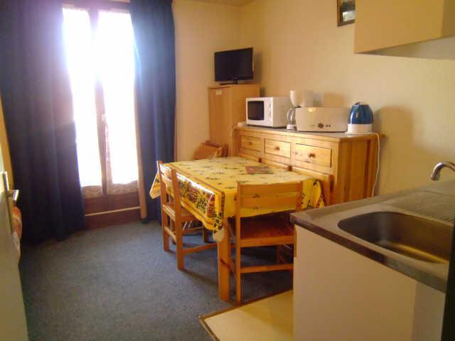 Location au ski Studio 2 personnes (333) - Residence Soldanelles - Risoul - Table