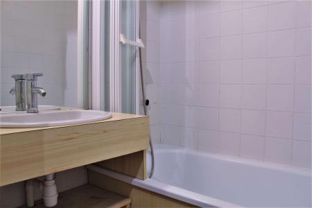 Rent in ski resort Studio sleeping corner 4 people (102) - Résidence le Belvédère - Risoul - Kitchen