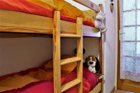 Rent in ski resort Studio sleeping corner 4 people (08I) - Résidence les Chabrières I - Risoul