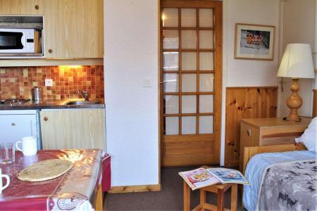 Rent in ski resort Studio cabin 4 people (17) - Résidence les Chabrières I - Risoul - Living room