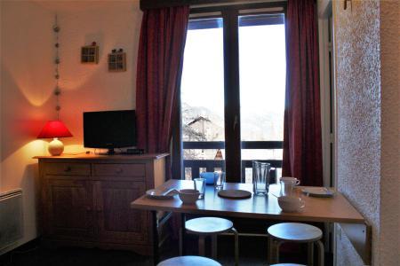 Rent in ski resort Studio cabin 4 people (38A) - Résidence les Clématites A - Risoul
