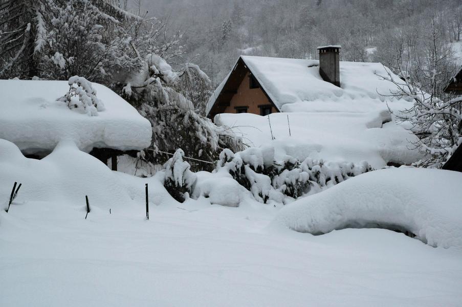 Vacances en montagne Domaine la Perrière - Saint Colomban des Villards - Extérieur hiver