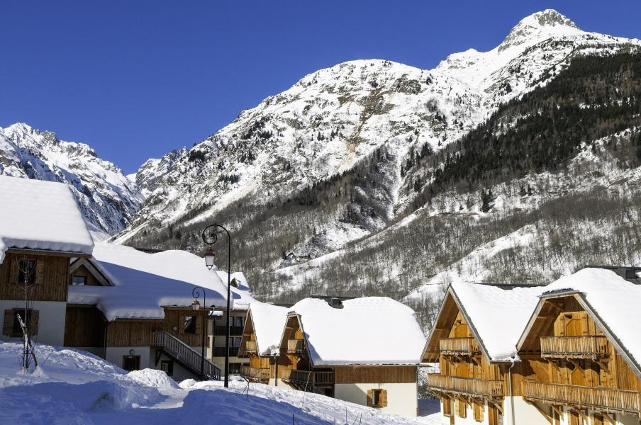 Location au ski Résidence les Chalets de Belledonne - Saint Colomban des Villards - Extérieur hiver