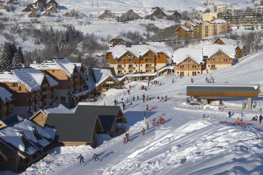 Vacances en montagne Résidence le Hameau de Saint-François - Saint-François Longchamp - Extérieur hiver