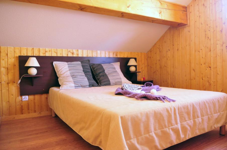 Rent in ski resort Les Chalets des Ecourts - Saint Jean d'Arves - Bedroom