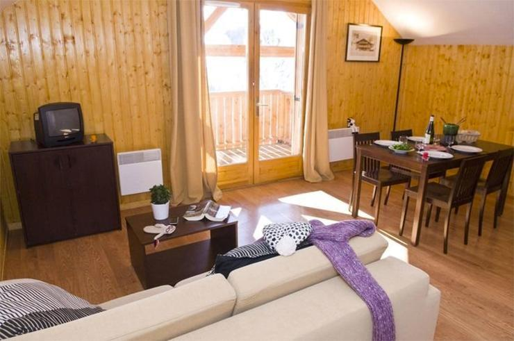 Rent in ski resort Les Chalets des Ecourts - Saint Jean d'Arves - Living room