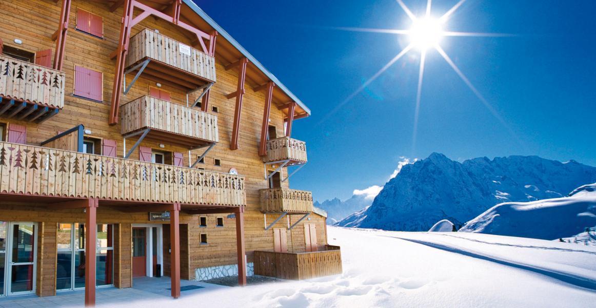 Holiday in mountain resort Résidence Lagrange les Chalets de l'Adet - Saint Lary Soulan - Winter outside