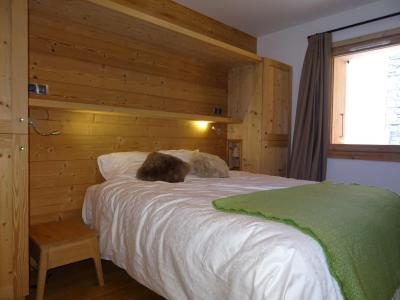 Rent in ski resort 4 room triplex chalet 6 people (Aigle) - Le Hameau de Caseblanche - Saint Martin de Belleville - Double bed