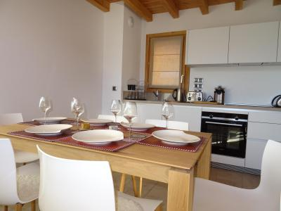 Rent in ski resort 4 room triplex chalet 6 people (Aigle) - Le Hameau de Caseblanche - Saint Martin de Belleville - Table