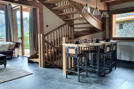 Rent in ski resort 4 room triplex chalet 6 people (Carcosa) - Le Hameau de Caseblanche - Saint Martin de Belleville - Table