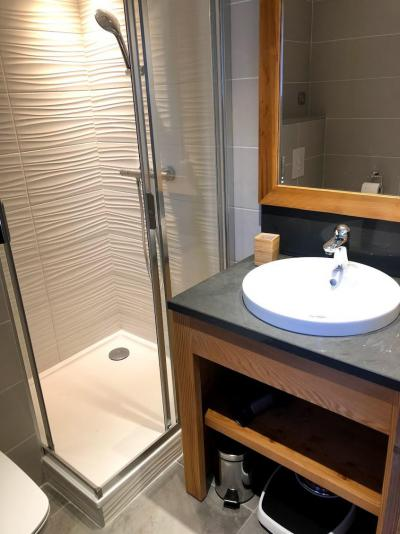 Rent in ski resort 4 room triplex chalet 6 people (Léa) - Le Hameau de Caseblanche - Saint Martin de Belleville - Shower