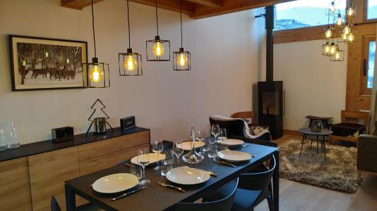 Rent in ski resort 4 room triplex chalet 6 people (Selini) - Le Hameau de Caseblanche - Saint Martin de Belleville - Table