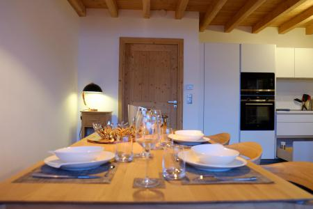 Rent in ski resort 5 room triplex chalet 8 people (Eceel) - Le Hameau de Caseblanche - Saint Martin de Belleville - Table