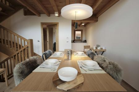 Rent in ski resort 5 room triplex chalet 8 people (Landenoire) - Le Hameau de Caseblanche - Saint Martin de Belleville - Table