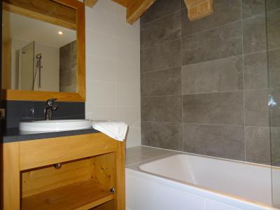 Rent in ski resort 5 room triplex chalet 8 people (Pomme de Pin) - Le Hameau de Caseblanche - Saint Martin de Belleville - Bath-tub
