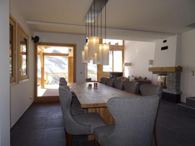 Rent in ski resort 7 room duplex chalet 12 people (Bouc Blanc) - Le Hameau de Caseblanche - Saint Martin de Belleville - Table