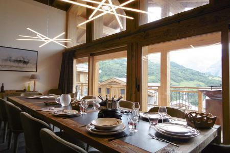 Rent in ski resort 8 room quadriplex chalet 16 people (Becca) - Le Hameau de Caseblanche - Saint Martin de Belleville - Table